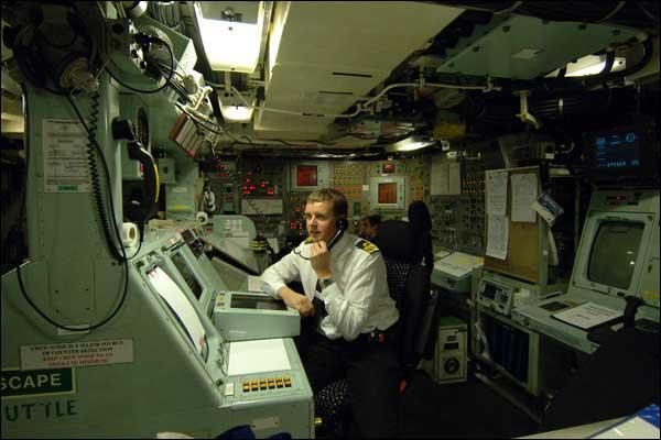 Bbc portuguese por dentro de um submarino nuclear brit nico for Interior submarino