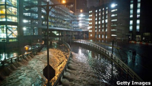 Sandy causou causou enchentes e apagões em Nova York (Getty Images)