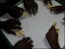 Un juego de dominó en Jamaica