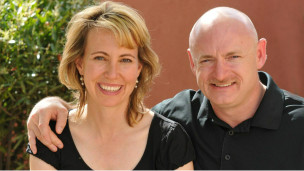 Mark Kelly dan Gabrielle Giffords