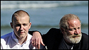 Director Peter Mullan y actor Connor McCarron