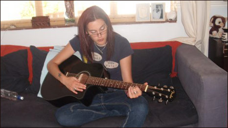 Alex Tuckwell with her guitar