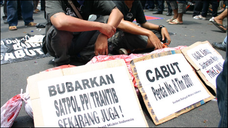 Aksi demo pembubaran Satpol PP