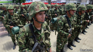 Tropas do Exército colombiano (Foto: Reuters)