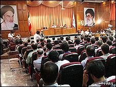 محاکمه به اتهام انقلاب مخملی