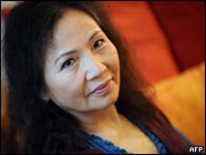 Nhà văn Dương Thu Hương hiện sống tại Paris