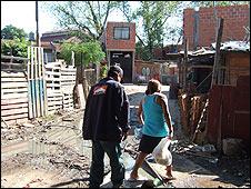 Bbc mundo noticias argentina el negocio de alquilar for Villas miserias en argentina