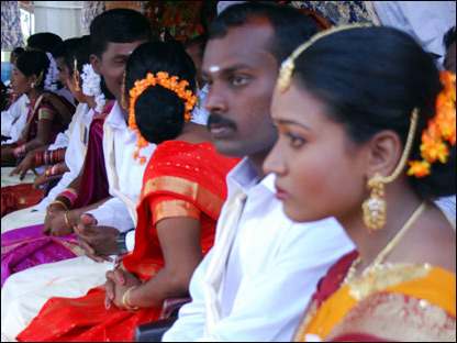 Mass wedding for Tamil Tiger suspects (Photo Dinasena Rathugamage)
