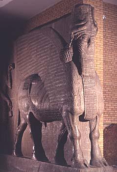 هنا سنأخذكم جوله حول تاريخ وحضاره للتعرف على آثار وادي الرافدين او سنسميه بـــــلاد الرافدين Mesopotamia_winged_bull