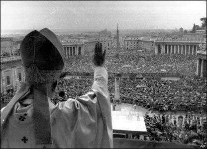 البابا أمام حشد ضخم