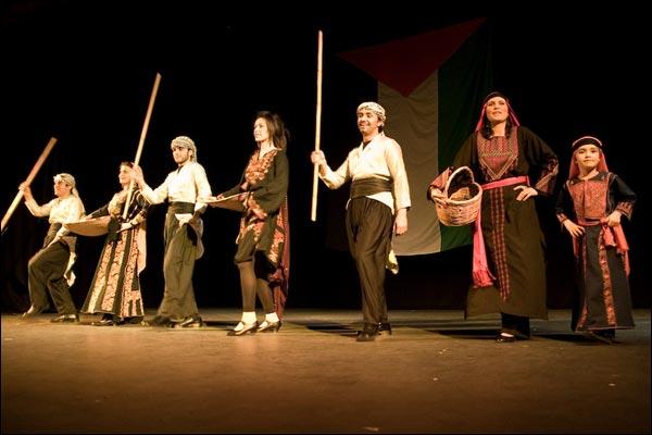 الدبكه الفلسطينيه... رقصة التراث الشعبي