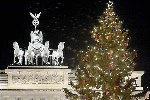 احلى واجمل صورلاشجار الكريسماس 2011خلفيات السنة الجديدة Christmas Tree Clipart2011 تو 2213652_2.jpg