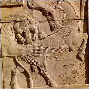 حمله نمادين شير به گاو از نگاره های تخت جمشيد. بر اساس اساطير ايرانی جمشيد پايه گذار تمدن آريايی است