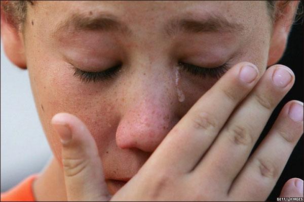 Menino judeu chora por retirada de Gaza