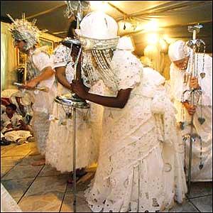 Mulheres em cerimônia do candomblé. Foto © Roderick Steel