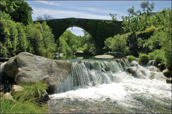 Ponte de Mem Guterres sobre o Rio Ave, em Póvoa do Lanhoso