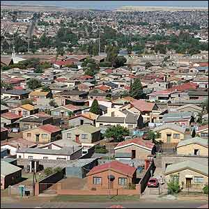 http://www.bbc.co.uk/portuguese/especial/images/946_soweto_100anosg/292412_soweto2a.jpg