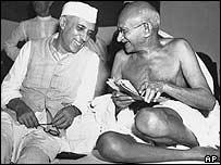 Jawaharlal Nehru e Mahatma Gandhi
