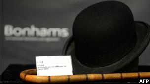 99f90571b4780 BBC Brasil - Notícias - Bengala e chapéu ícones de Charlie Chaplin ...