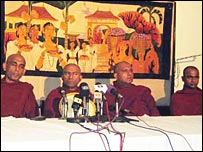 Athuraliye Rathana thero (L) in a press conference (photo Elmo Fernando)