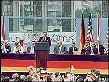 Ronald Reagan frente al Muro de Berlín