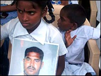 Relatives of the disappeared protesting in Colombo (photo Elmo Fernando)