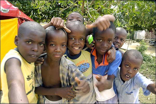 Resultado de imagem para fotos de comunidade negra na nigeria