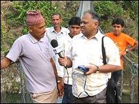 बीबीसी संवाददाता रामदत्त त्रिपाठी माओवादियों के साथ