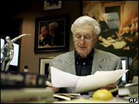 Wikipedia descreveu John Seigenthaler, fundador do jornal 'USA Today', como suspeito do assassinato dos Kennedys