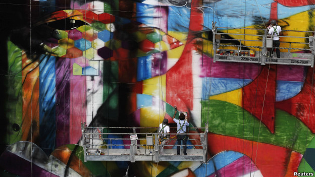 Graffiti artist Eduardo Kobra puts the finishing touches on an art tribute to architect Oscar Niemeyer in São Paolo.